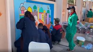"""Arap, Kürt ve Türkmen gençler, Kerkük'ün Dakuk ilçesinde duvarlara """"birlikte yaşama ve barış"""" resimlerini çiziyor"""