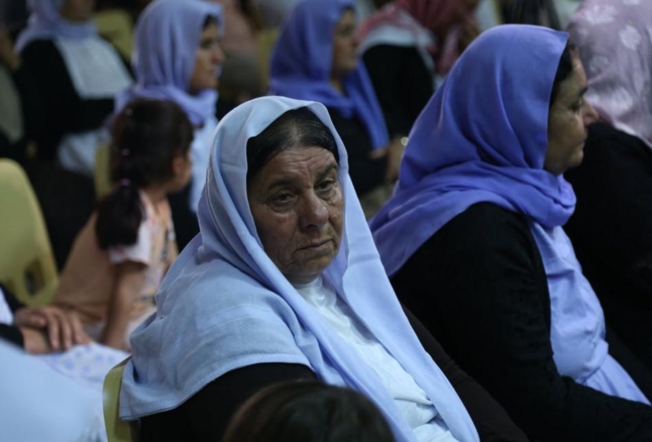 نازحون ايزيديون بمخيم عربت، اثناء مشاركتهم في الذكرى السنوية الخامسة لسيطرة داعش في سنجار