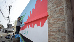 İki genç Musul şehrini renklendiriyorlar