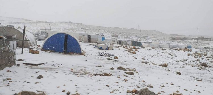 النازحون الايزيديون بجبل سنجار يعشون أوضاعا مأساوية